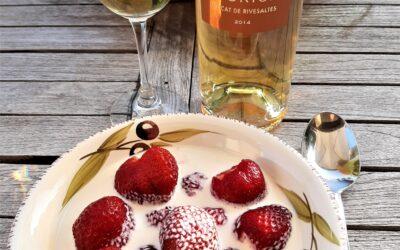Jordbær med fløde og en passende vin til.